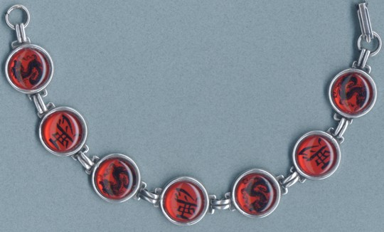Button Bracelet - Asian Characters (Red)