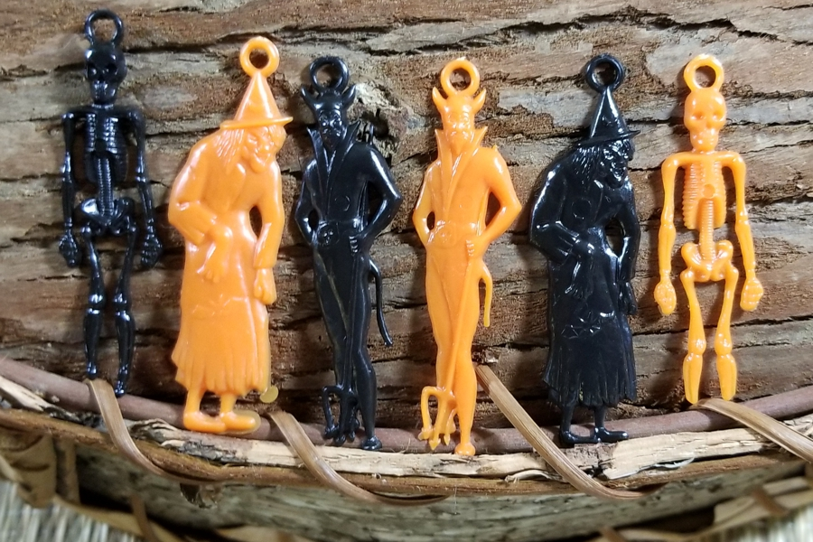 Package of 6 Rare Vintage Black & Orange Hard Plastic Halloween Charms
