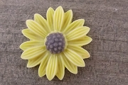 Large Plastic Yellow Daisy Cabochon