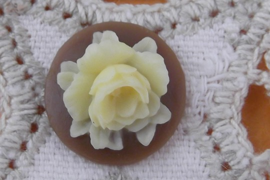 Round Cabochon Featuring an Ivory Rose on a Brown Background