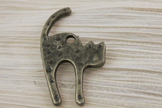Antiqued Bronze Spotted Cat Charm