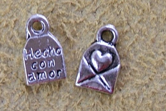 Tiny Hecho con Amor (Made with Love) Charm