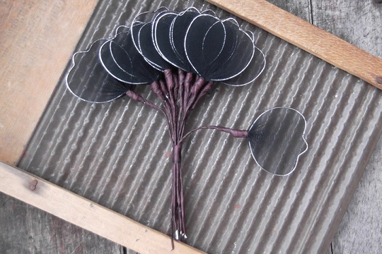 12 Vintage Black Mesh Leaves with Silver Border