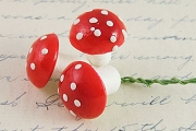 Bundle of 3 IN-BETWEEN MEDIUM Vintage 14mm RED Amanita Mushrooms on Green Paper-Wrapped Wire Stems