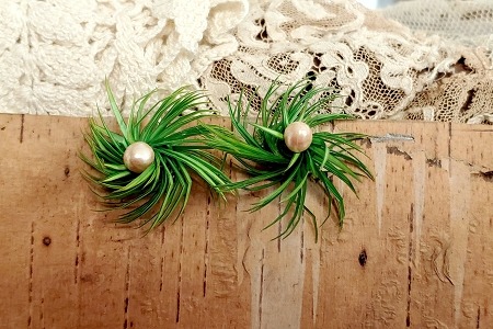 Kitschy Vintage Grass & Faux Pearl Earrings with Screw Backs