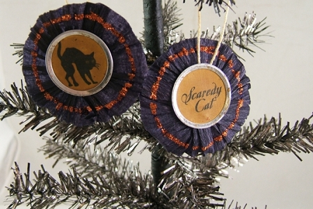 Scardy Cat BLACK Crepe Paper Circle Ornament
