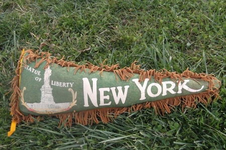 Kitschy Vintage Pennant Pillow - Statue of Liberty, New York (Green)