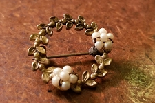 Vintage Faux Pearl Wreath Pin