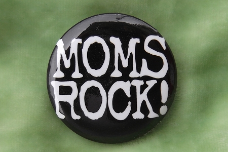 Button Pin - Moms Rock!