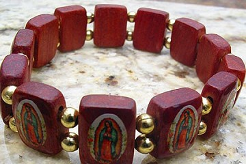 Wooden Guadalupe Stretch Bracelet