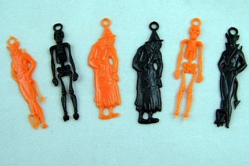 Package of 6 Vintage Black & Orange Hard Plastic Hallowe'en Charms