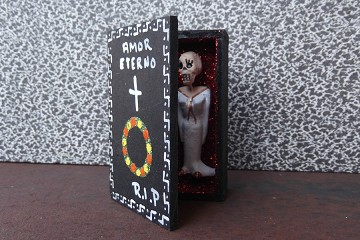 Day of the Dead Amor Eterno (Eternal Love) in A Box (Coffin) - One of a Kind