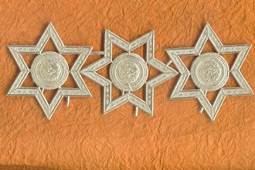 Package of 3 Golden Star and Medallion Dresdens