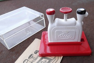 Vintage White & Red Ully Revolutionary Needle Threader