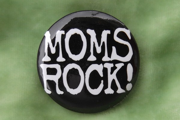 Moms Rock! - Pin-Back Button
