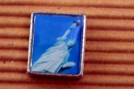 Bead Featuring the Statue of Liberty at an Angle