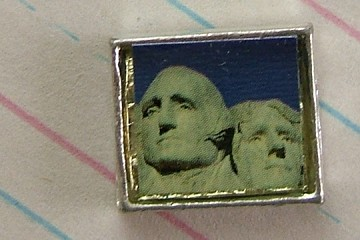 Bead Featuring George Washington & Thomas Jefferson at Mount Rushmore
