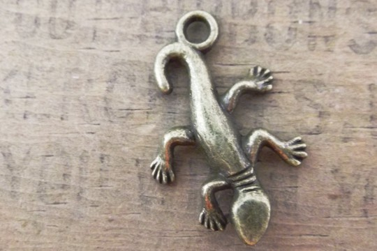 Antiqued Bronze Gecko Charm