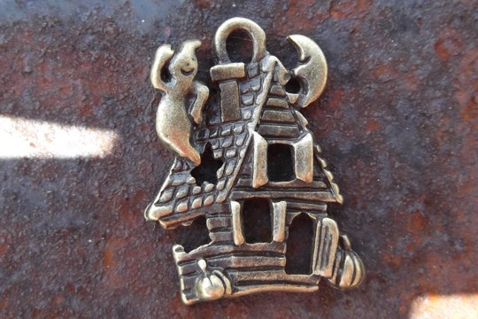 Antiqued Bronze Haunted House Charm