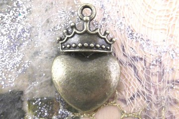 Antiqued Bronze Queen of Hearts Charm