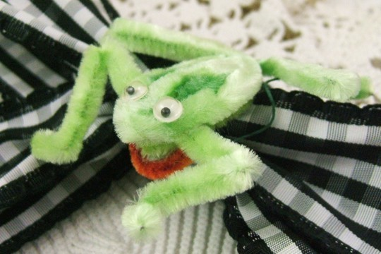 Vintage Chenille Frog with Googly Eyes
