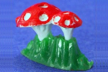 Mini Plastic Flat Bottom Amanita Mushroom Component