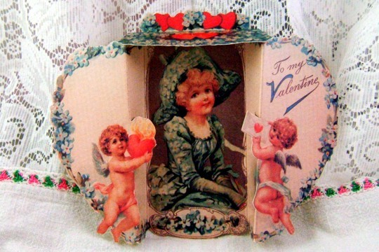 Old-Fashioned 3D Fold-Out Valentine - Angels & Pretty Lady