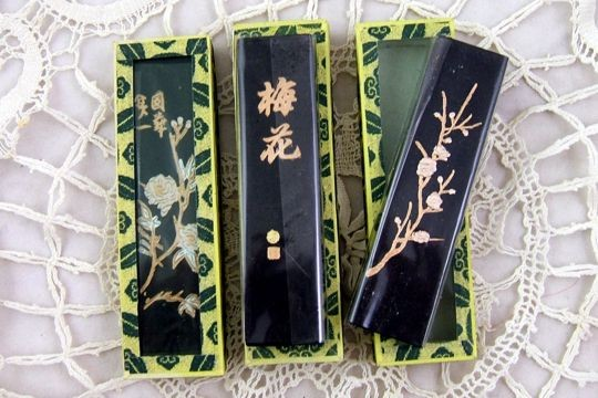 High Quality Sumi Ink Stick in Glass-Topped Box