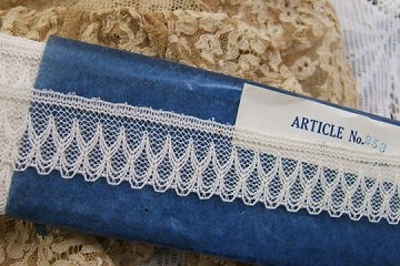 Vintage Delicate & Fancy Ivory Cotton Scalloped Lace Trim by the Inch