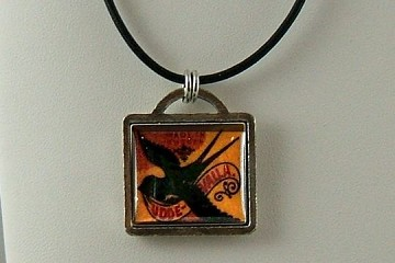Udde Valle Necklace (Blackbird) on Leather Cord
