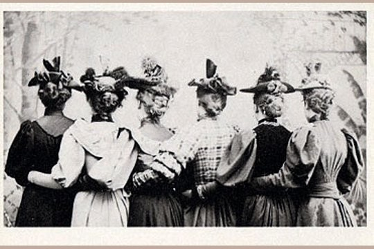 Art Postcard - Women in Hats