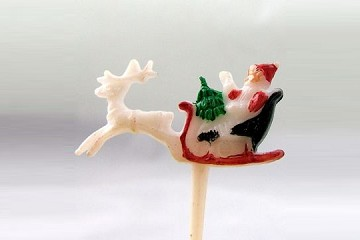 Old-Fashioned Santa and Sleigh Pick