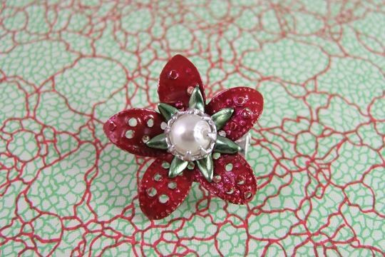 Vintage Metal Flower Pin